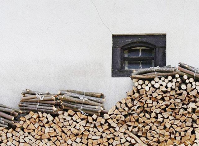 真火燃木壁爐